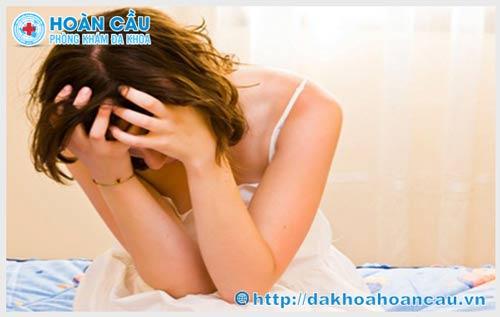 Bệnh sùi mào gà có mọc ở mắt không? Triệu chứng và cách điều trị ra sao ?
