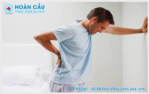 Đi tiểu buốt là triệu chứng của bệnh gì