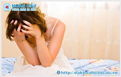 Herpes sinh dục lây qua đường nào là chủ yếu?