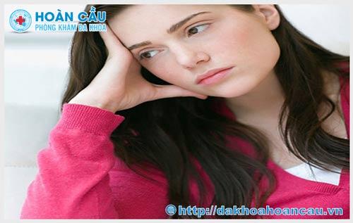 Hôn nhau có bị lây bệnh lậu qua tuyến nước bọt không?