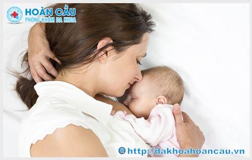 Phụ nữ sau sinh không nên ăn gì