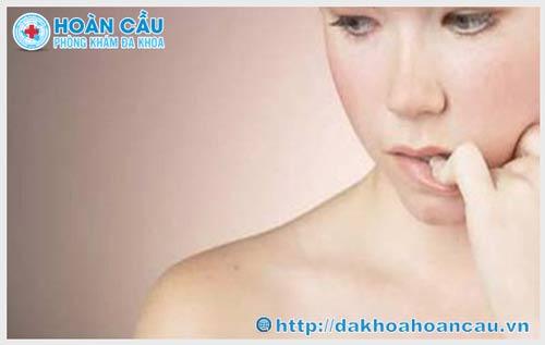 Sùi mào gà có mọc ở lưỡi không? Triệu chứng bệnh như thế nào?
