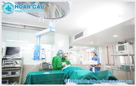Phẫu thuật cắt dây hãm bao quy đầu tiên tiến